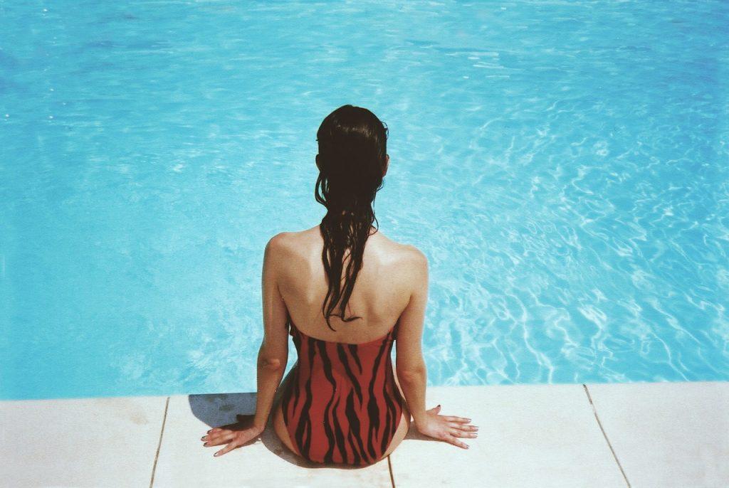 Zoom sur les produits chimiques pour entretenir la piscine