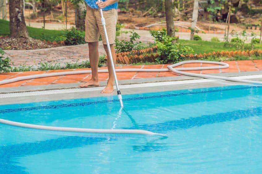 choisir meilleur aspirateur de piscine