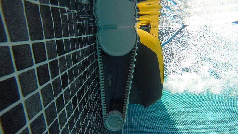 nettoyage parroie piscine dolphin e20
