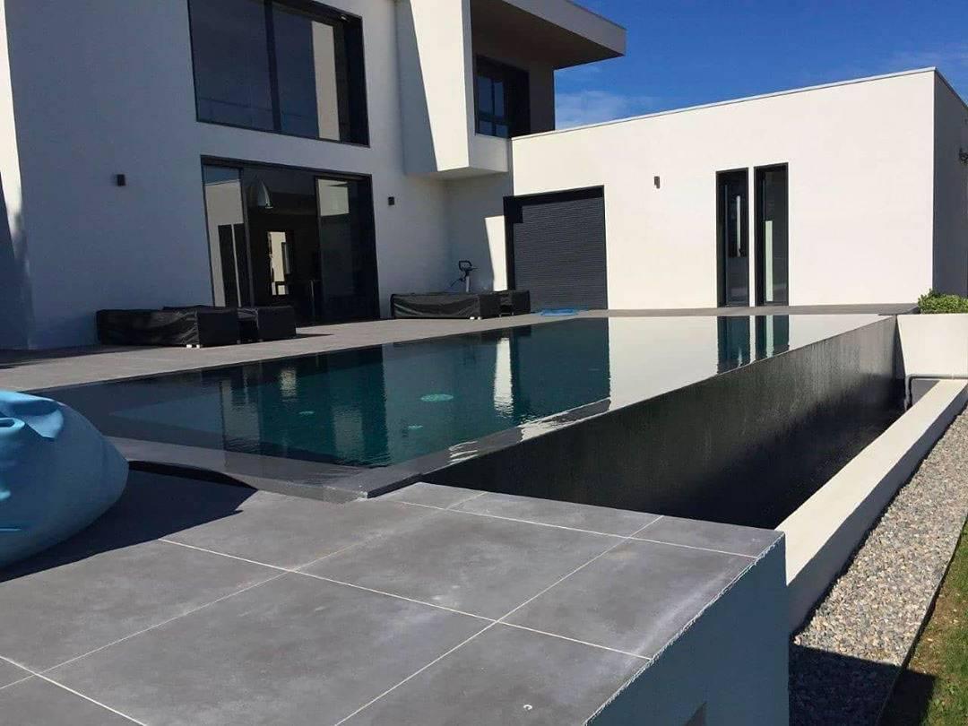 piscine hors sol beton a debordement
